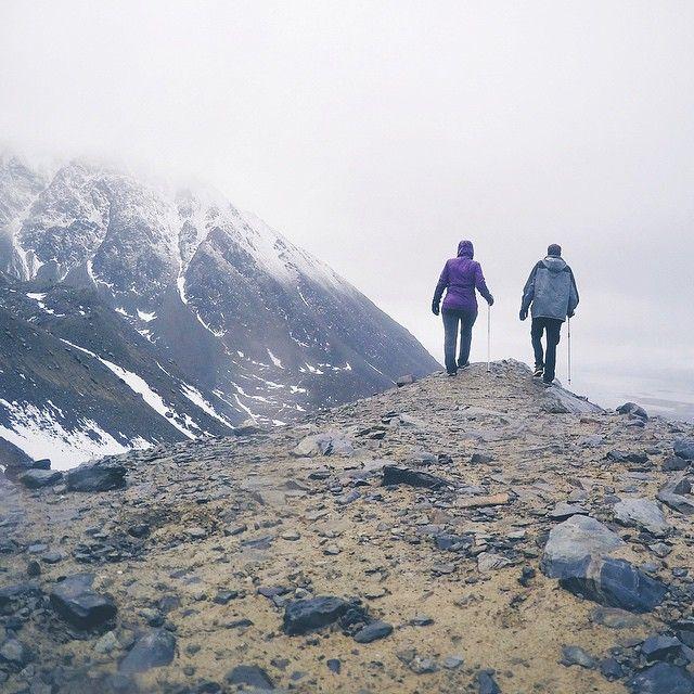 Hoje foi dia de trekking no frio e na chuva aqui com os @brasileirosemushuaia! Saímos do hostel as 8am e subimos o Glaciar Martial! #brasileirosemushuaia @blogmochilando by isthisreal