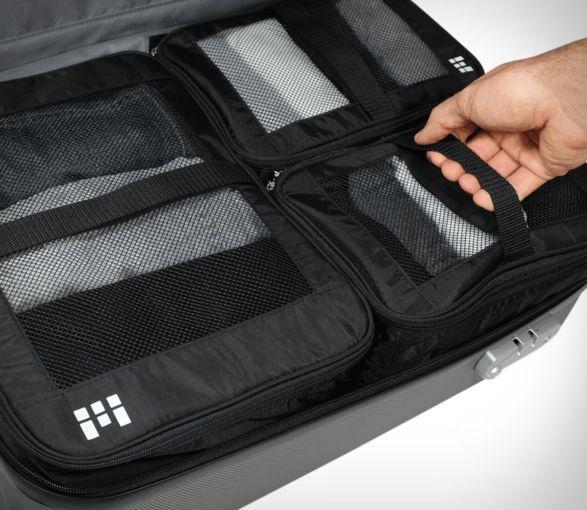 EsteSistema de Embalagem para Viagensdesenvolvido pela Zero Grid é perfeito para minimalistas que viajam muito e querem maximizar o seu espaço de armazenamento.O conjunto inclui três embalagens para a compressã