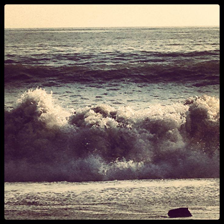 Onde sulla spiaggia di Levanto (Liguria).