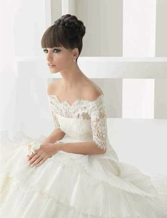 Beautiful lace and off the shoulders dress!