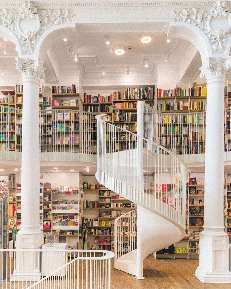 Sextafeira, a escada para um fim de semana de leituras