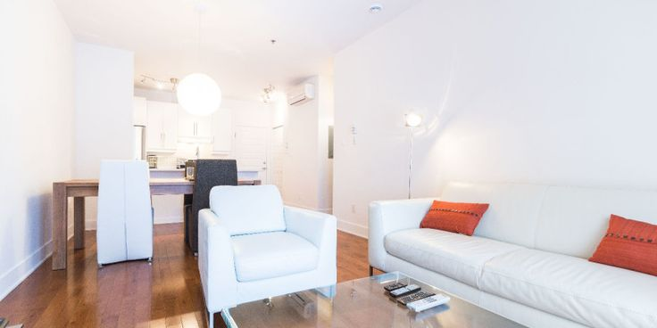 Montreal condo rental downtown location, walking distance to Chinatown, grocery store, Old Port, Palais des Congrès (Montreal Convention Centre).
