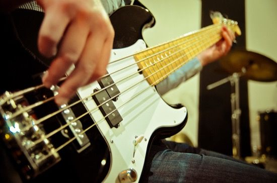 8 TIPS FOR GETTING A GREAT BASS GUITAR SOUND