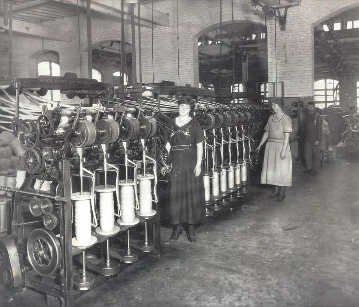 1920s - Worsted spinning: the flyers. Following the shortages of the First World War, demand for worsted wool yarns and fabrics was strong and Oregon Worsted Company, the only worsted wool mill west of the Mississippi River, soon established itself as a viable manufacturer. The mill had 300 employees and ran three shifts.