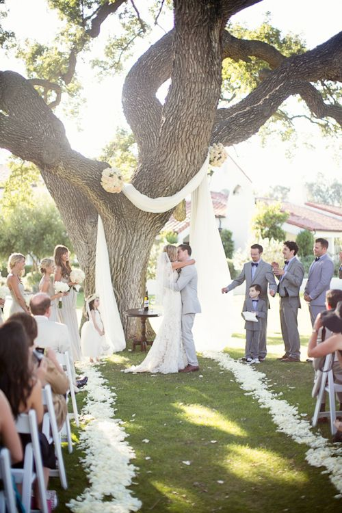 Modern Barn Wedding at The Ojai Valley Inn & Spa. Planning by Details Events Planning; Photography by Mi Belle Photography | junebugweddings.com