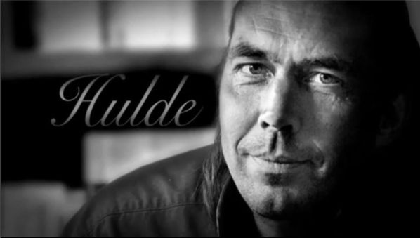 Een mooie reportage vanuit RTVA: 'Hulde', een eerbetoon aan 'Mister Amstelveen' Henk Godthelp   rtva.nl/2016/04/hulde-eerbetoon-aan-mister-amstelveen-henk-godthelp/  #slapenopjetenen #henkgodthelp #auteur #boek #schrijver #schrijven #overeenmandieeenanderwildezijn #roman #fotografie #literatuur #uitgever #uitgeverij #uitgeverijhulde #amstelveen #RTVA #reportage #film #eerbetoon #debuutroman #misteramstelveen #hulde #huldehenk @grissie.g @rtva @sandermager