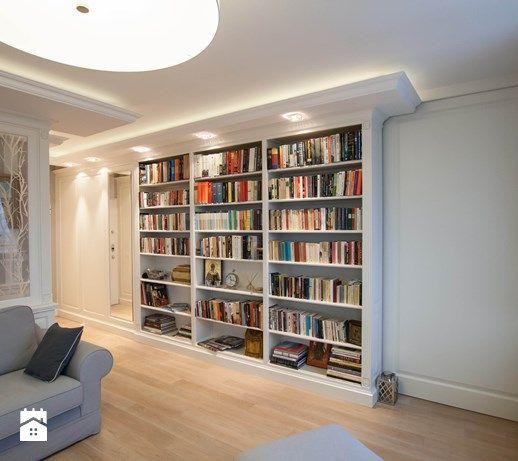 Aranżacje wnętrz - Salon: biblioteczka domowa - Artystyczna Manufaktura - klasyczne meble na wymiar. Przeglądaj, dodawaj i zapisuj najlepsze zdjęcia, pomysły i inspiracje designerskie. W bazie mamy już prawie milion fotografii!