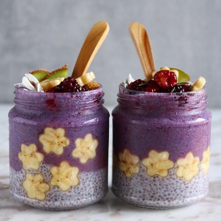 "letscookvegan: "" Chia Pudding & Blackberry Acai Smoothie by @amylecreations  For the Chia Pudding, blend: ¾ cup unsweetened almond milk ¼ cup canned coconut milk 3 blackberries  Pour into a bowl, whisk in: 2 tbsp chia seeds Refrigerate for at least..."