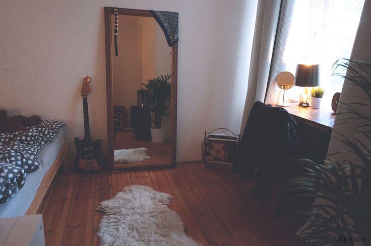 Minimalistic kitchen. Smart kitchen organization. Glass jars. Farmhouse feel. Vegan. Ikea. Scandinavian home interior. Smart solutions. Small apartment. Vintage. Retro. Second hand. Handmedowns. Decoration. Electric guitar