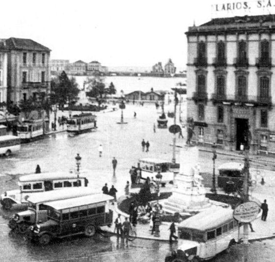 Antiguo acceso al puerto, actualmente Plaza de la Marina. Málaga, Andalucía. España 1910.