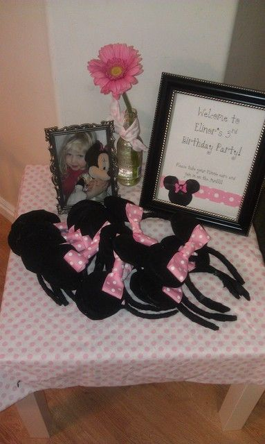 Mouse ears at a Minnie Mouse Party #minniemouse #party