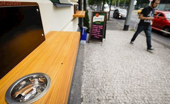 Jak poškodí zákaz kouření restaurace? Tržby klesnou jen o jednotky procent, tvrdí analýza