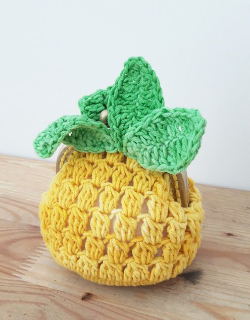 Crochet pineapple coin purse: free pattern (Happy in Red) More