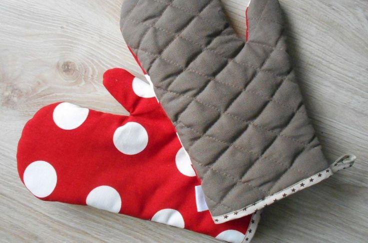 <p>Rękawice kuchenne ochronią Twoje dłonie przed poparzeniami podczas prac kuchennych. Efektowne i kolorowe będą też dekoracją do kuchni. Tym bardziej oryginalne, że uszyte własnoręcznie na maszynie. Zobacz, jak je zrobić krok po kroku.</p>