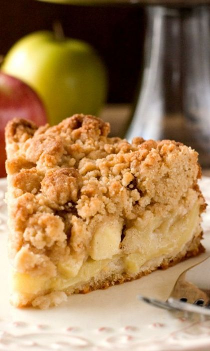 """The Best Apple Crumb Cake€"""" the apple crumb cake of your dreams! With tons of apples and the best crumb topping ever!"""