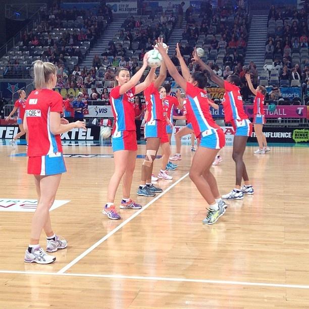NSW Swifts going through final warm-ups #VIXvSWI