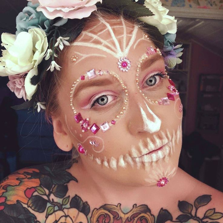 backstagebeauty - sugarskull, candyskull makeup look white and pink with gemstones #sugarskull #candyskull #skull #pinkskull #whiteskull #skulllook #halloween #halloweenmakeup #dayofthedead