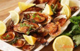 Jimbaran merupakan daerah destinasi wisata seafood nomor satu di pulau dewata. Di video kali ini, chef