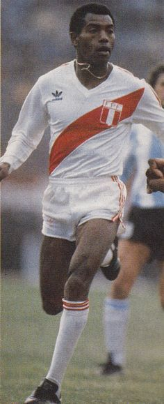 """Jeronimo """"Patrulla"""" Barbadillo González (Lima, Perú, 24 de septiembre de 1954), es un ex futbolista peruano. Apodado Patrulla, fue un hábil, talentoso y veloz delantero que integró la selección peruana que ganó la Copa América de 1975 y participó en la Copa Mundial de Fútbol de 1982"""
