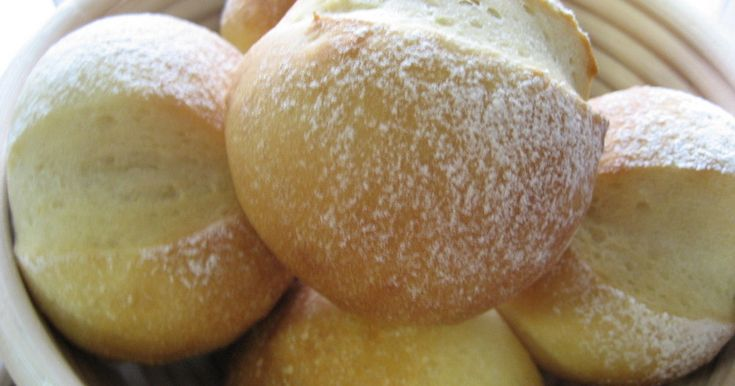 夏は冷蔵庫、冬は寒い所で一晩かけてじっくり醗酵させるパンです。 イースト臭のしない驚くほどまろやかで香り高いパンに変身!