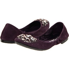 Now, these, in white, would be PERFECT wedding shoes...very comfortable and pretty!
