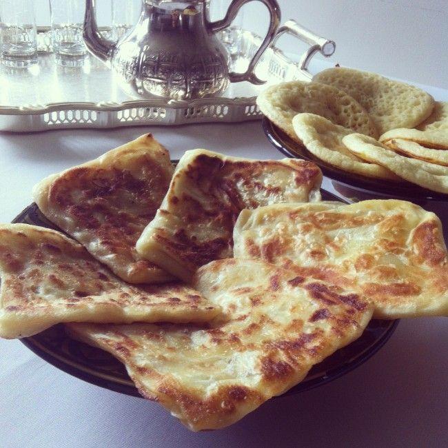 Bonjour, Je vous propose la première recette du Ramadan 2014, et c'est une recette de circonstances puisqu'il s'agit des msemmens, ces délicieuses crèpes marocaines que l'on déguste accompagnées de miel ou farcis à la viande pendant le mois du Ramadan....