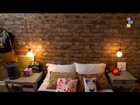"""PAPEL DE PAREDE IMITANDO TIJOLINHO- Resistente, lavável, fácil de colar e de retirar, o papel de parede é uma solução com baixo custo para quem está cansado das paredes sem vida e quer mudar a decoração de casa.     Como combinar estampas com papel de parede na decoração dos quartos    Se você quer ter uma parede de tijolinhos em casa, por exemplo, mas não quer fazer obra, o papel de parede é uma ótima alternativa. Assista ao vídeo com a dica de Bel Lobo, do """"Decora"""":"""