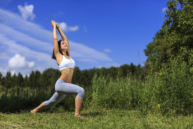 Tökéletes vagy és boldog? Ha valami mégis hiányzik, változtass! Ezen a héten egy újabb segítséget adunk a kezedbe a jóga hatalmas eszköztárából: egy egyszerű gyakorlatsort, a napüdvözletet. Tanuld meg