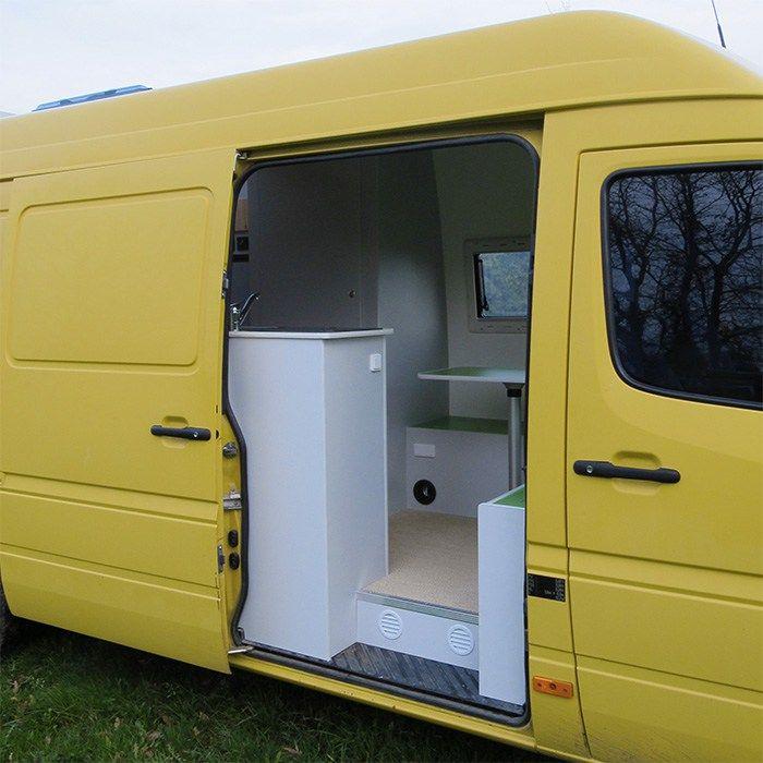 Make My Van - Aménagement Mercedes Sprinter - camping-car sur-mesure - porte