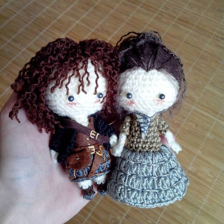Mini Outlander doll set, Jamie and Claire, made to order by YukisDollhouse on Etsy https://www.etsy.com/listing/243669487/mini-outlander-doll-set-jamie-and-claire
