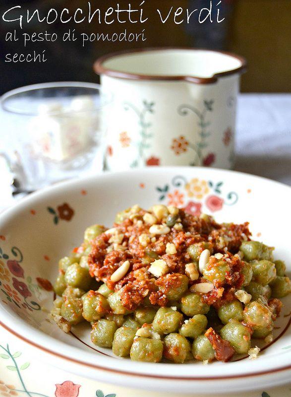 gnocchetti verdi al pesto di pomodori secchi