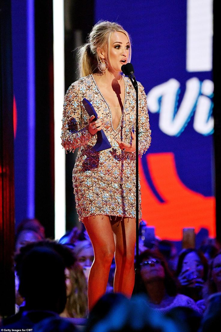 Carrie Underwood Wins Favorite Female Artist for Country