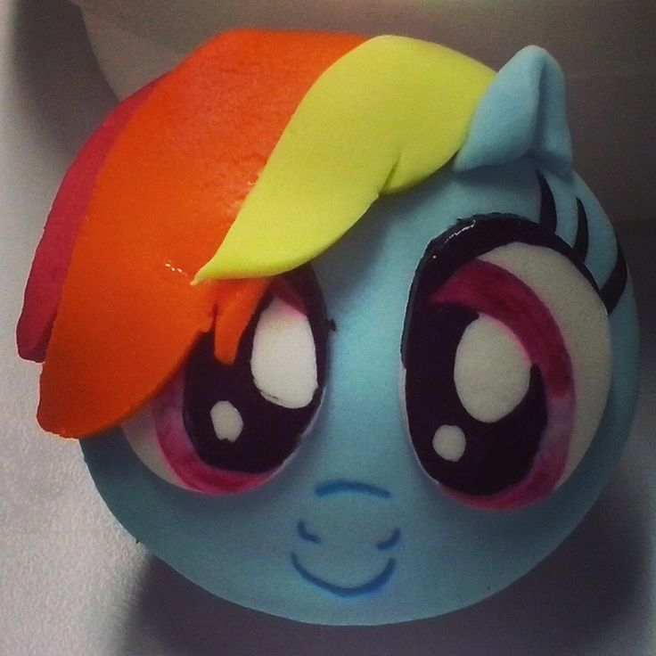 Cupcake My Little Pony.  Fondant :3