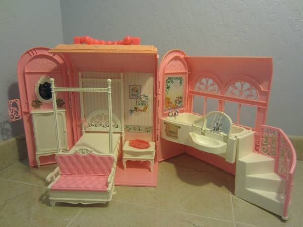 Best Vintage Barbie Doll Suitcase Style House Hard Plastic 640 x 480