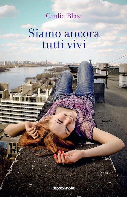 copertina del libro con una ragazza in primo piano