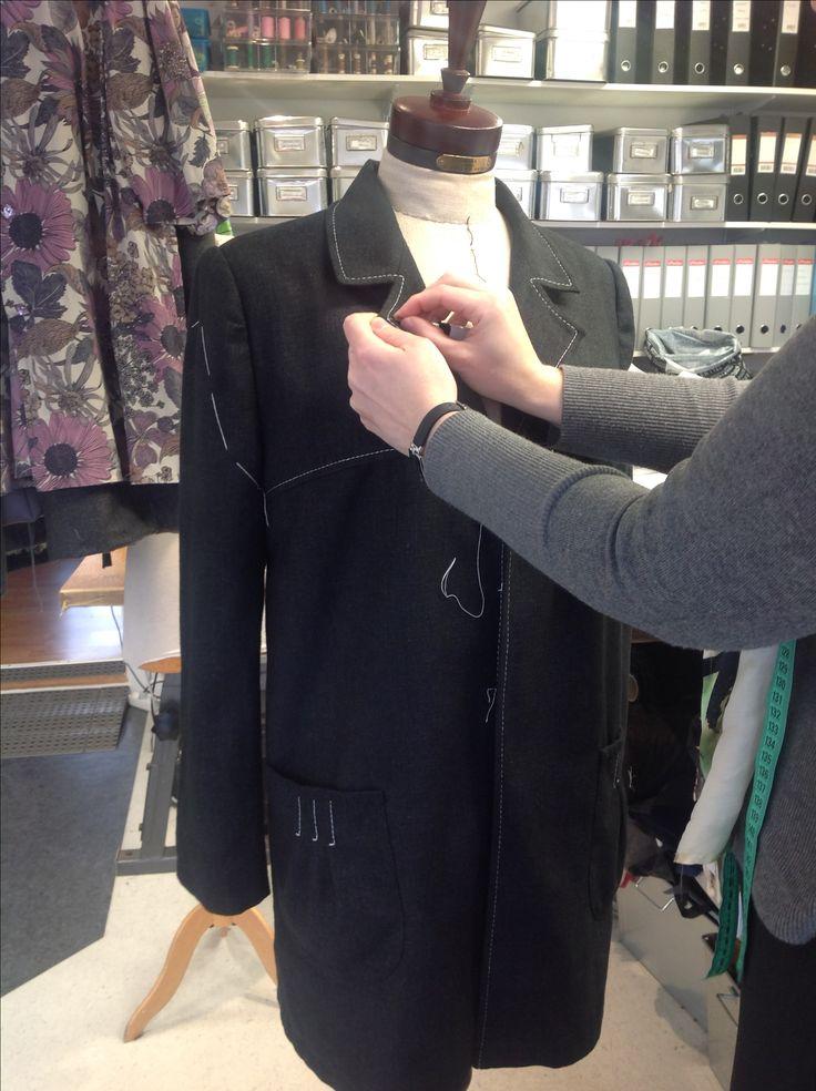 Tailoring a new jacket in silk. reliefbyjunker.dk