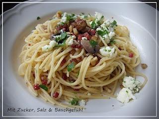 Herbstliche Spaghetti mit Pilzen, Nüssen und Petersilienmozzarella