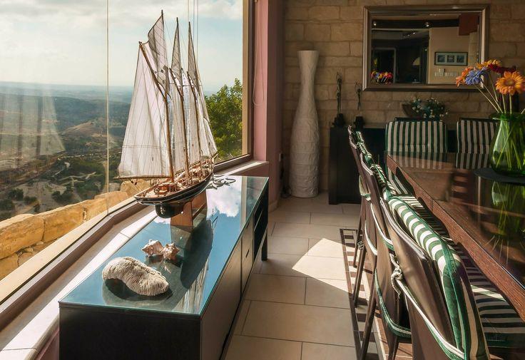 Miniaturas de veleiro são ótimas para dar um toque de classe e personalidade a decoração! ⛵