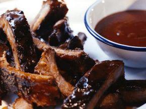 Para um churrasco perfeito, as costelas de porco são perfeitas. Chef: Tiffani
