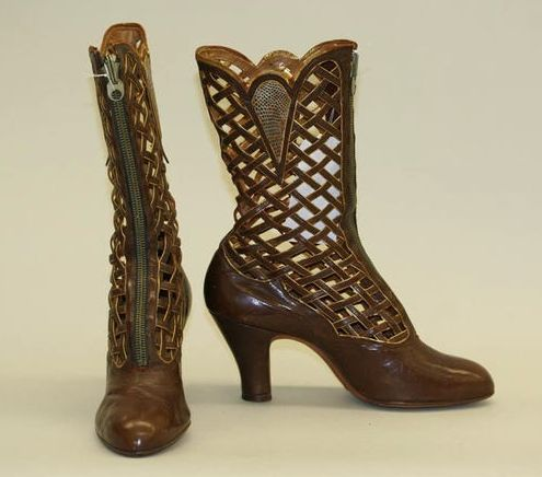 The heel silhouette is very 40s, but this boot is dated circa 1918-1928