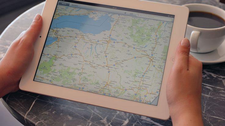 Papieren kaarten gebruiken we niet meer. Nee, we pakken onze mobiel en kijken op Maps. Maar hoe kun je navigeren in het buitenland, zónder internet?