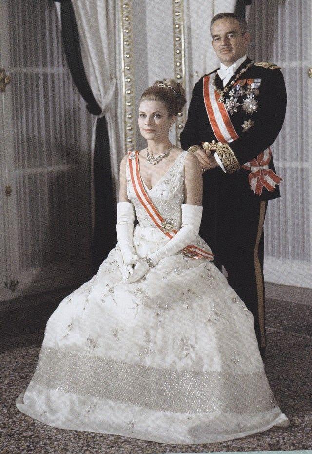 キャリアの絶頂期にモナコ大公と結婚した伝説のハリウッド女優、グレース・ケリー