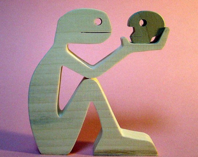 """scultura in legno smerlato """"per essere o no"""""""