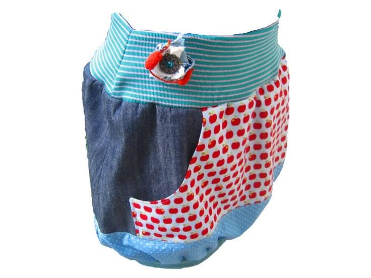 Zuckersüßes sommerfrisches Ballonjeansröckchen im Mustermix mit Wohlfühlgarantie!Der Rock hat ein elastisches Bündchen aus Jersey und ist aufgehübscht