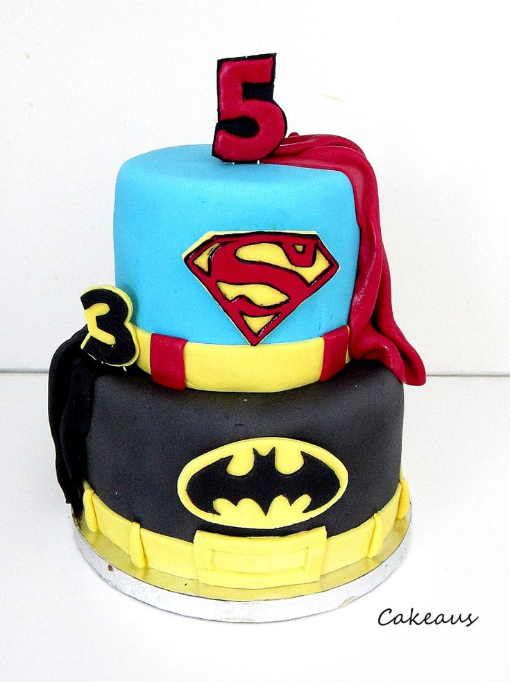Batman- ja supermankakku. Batman- and superman cake