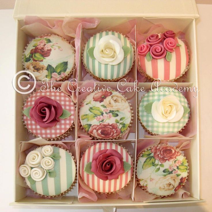 Vintages cupcakes | By the creative cake academy