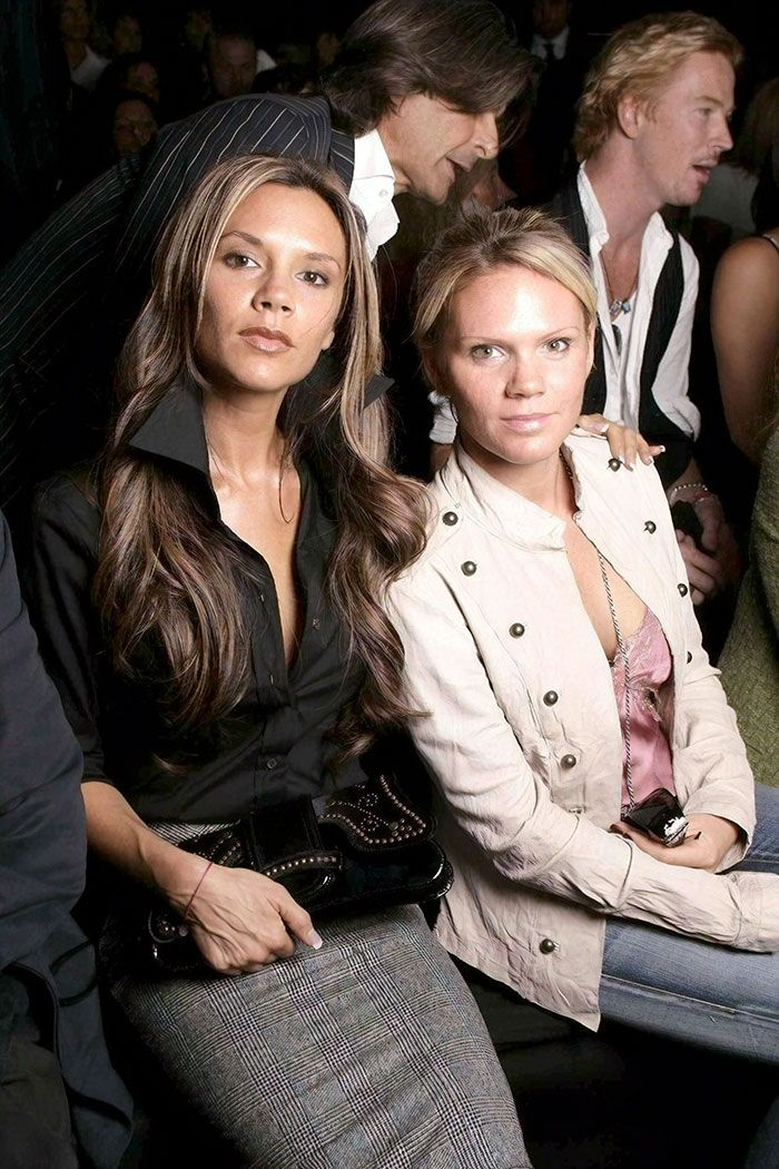 Victoria Beckham With Her Sister Louise Adams Celebrity Siblings Celebrities Celebrity Photos