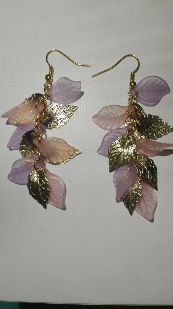 Boucles d'oreilles grappes- perles feuilles roses, violettes, dorées -7.5cm