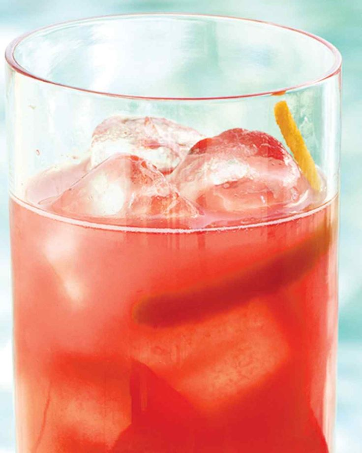 Fresh Grapefruit-Campari Cocktails Bittersweet Campari, tangy grapefruit juice, and club soda make these invigorating spritzers a sparkling addition to any party.