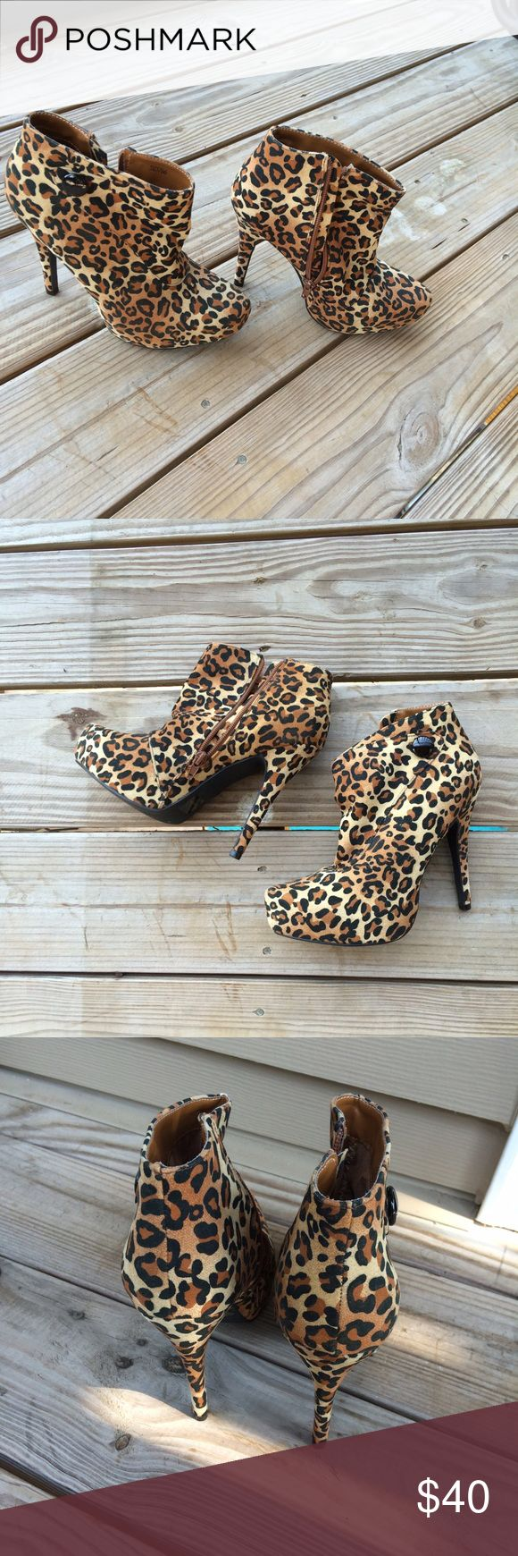 Vintage Leopard Ankle Boots ⭐️⭐️⭐️⭐️⭐️⭐️ Vintage Leopard Ankle boots with cute button detail. Pristine condition, barely ever worn. Kept in a collection of 100+ shoes. Shoes Ankle Boots & Booties